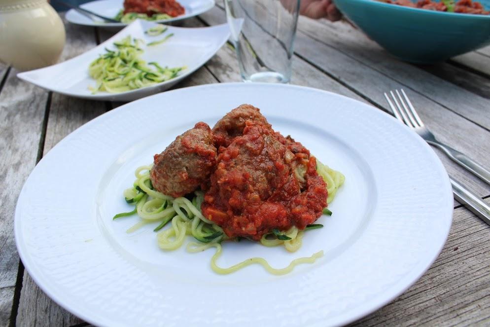 köttbullar i tomatsås lchf